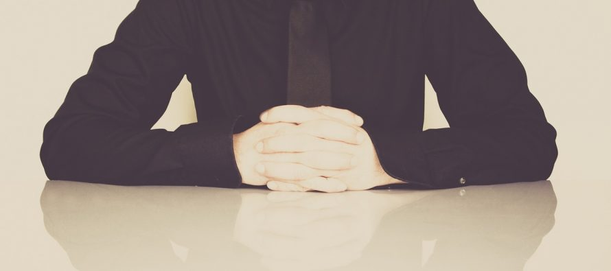 Kako reagovati na kritike na poslu?